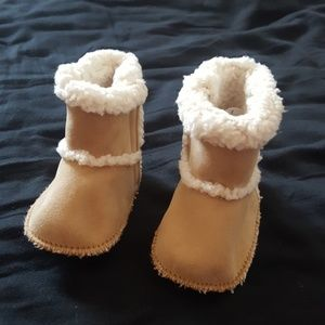 Baby faux fur boots